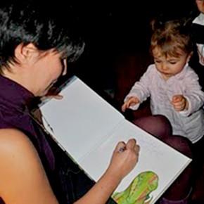 foto-patricia-firmando-libro